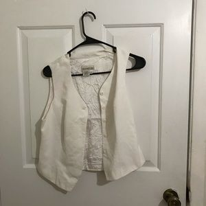 5/$45 Signature Expession Size 8 White Vest